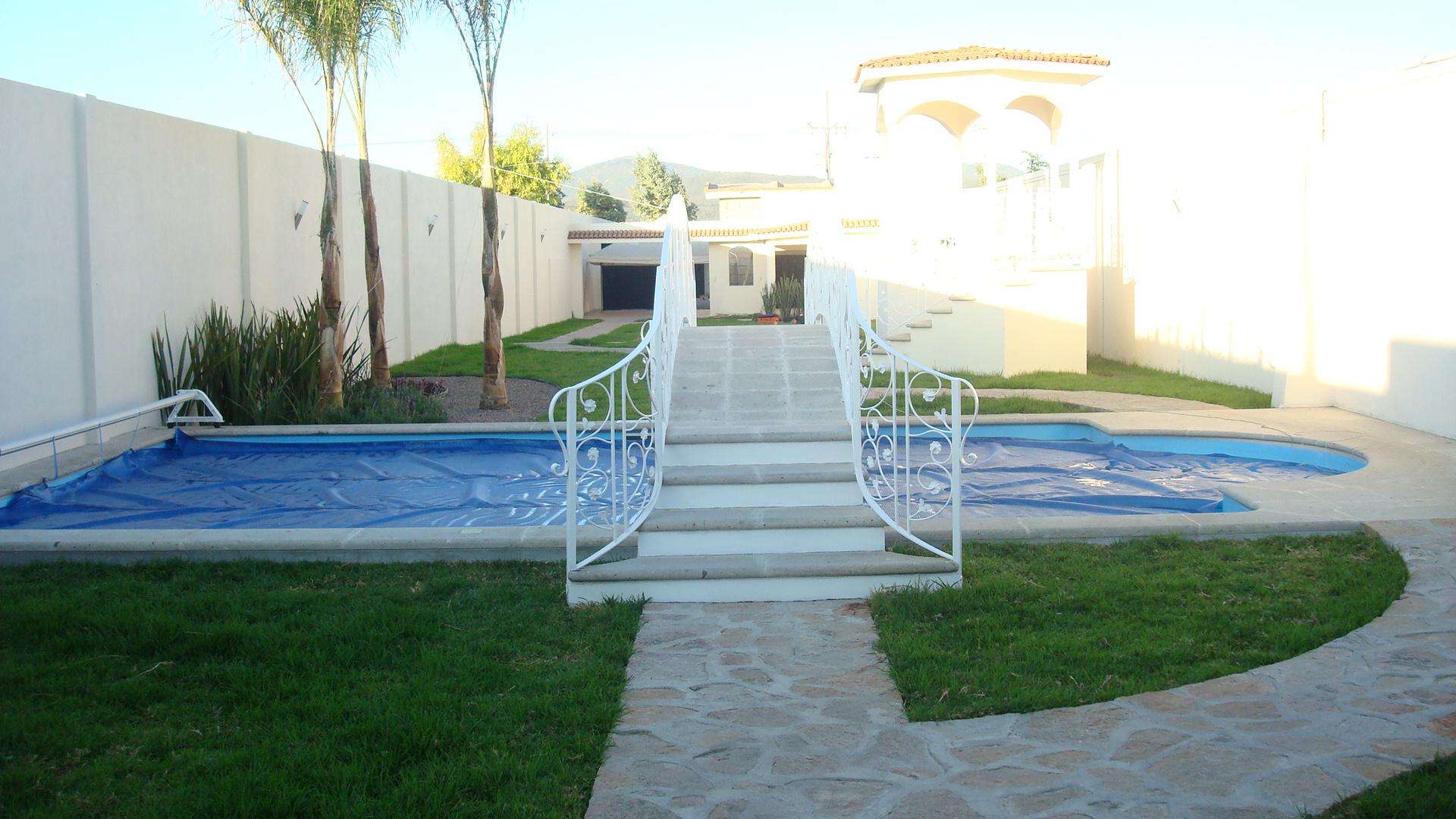Albercas de fibra albercas y servicios del sol for Medidas de una piscina para una casa